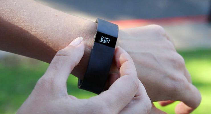 Stappenteller met veel extra's: De Fitbit 1
